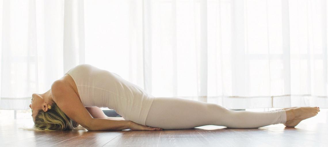 Alívio de cólicas e TPM com Yoga